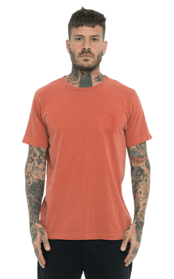 Camiseta_TinturadaBolso_Orange_Frente